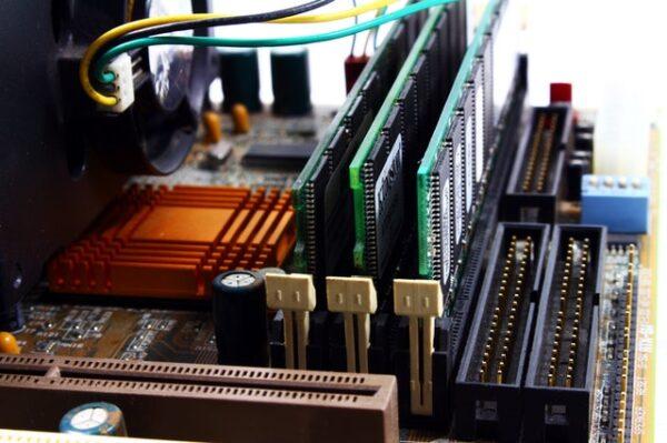 Between DDR3 & DDR4, 4GB & 64 GB